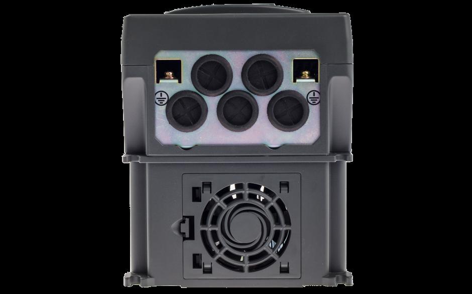 Falownik trójfazowy 5.5 kW, wbudowany panel LED oraz filtr EMC 2