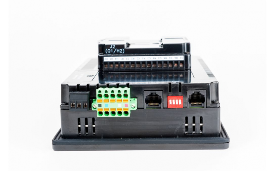 "Sterownik PLC z HMI XL7e - 7"", 24 DI (24 VDC), 16 DO (24 VDC), 2 AI (0-10V, 0-20mA); zasilanie 9-30VDC 3"
