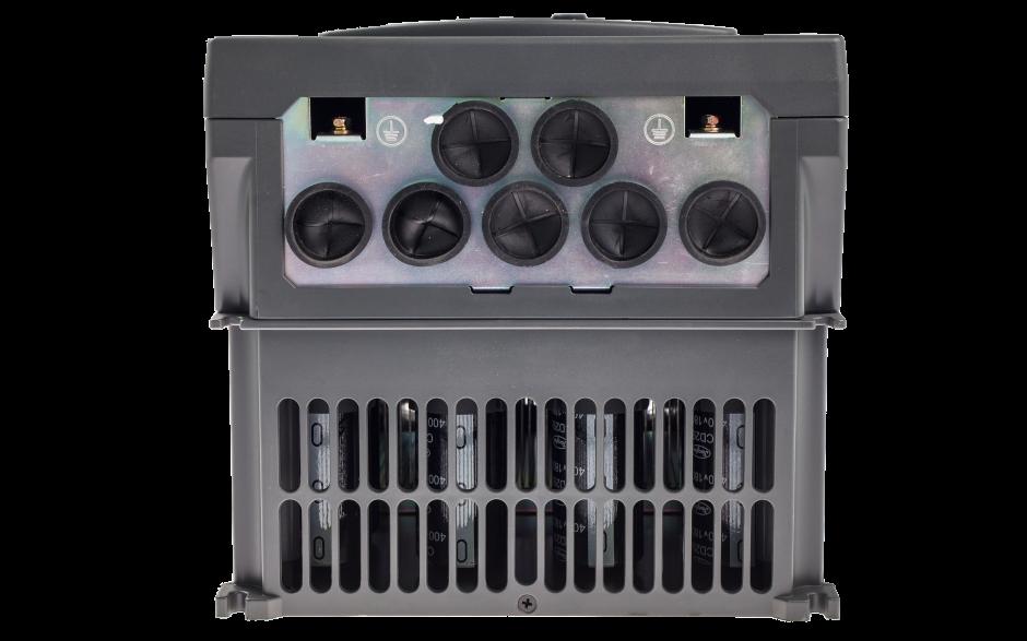 Falownik trójfazowy wektorowy 22 kW, filtr EMC, funkcje wentylatorowo-pompowe 2