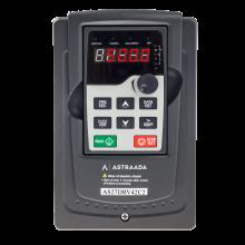 Przemiennik częstotliwości 2.2 kW, zasilanie 3x400V, wbudowany panel LED oraz filtr EMC